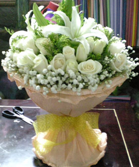 2 Lily, 24 white roses : - flowers to China